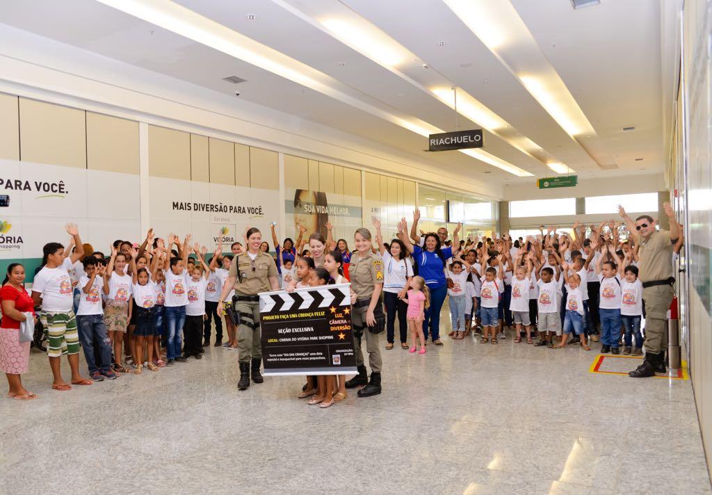Projeto de policiais femininas garante manhã no cinema do Vitória Park  Shopping  saiba como ajudar 5435fb2f8f