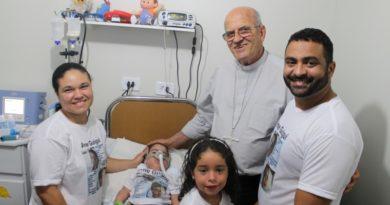 Dom Fernando adere à campanha pela saúde do bebê Guigui